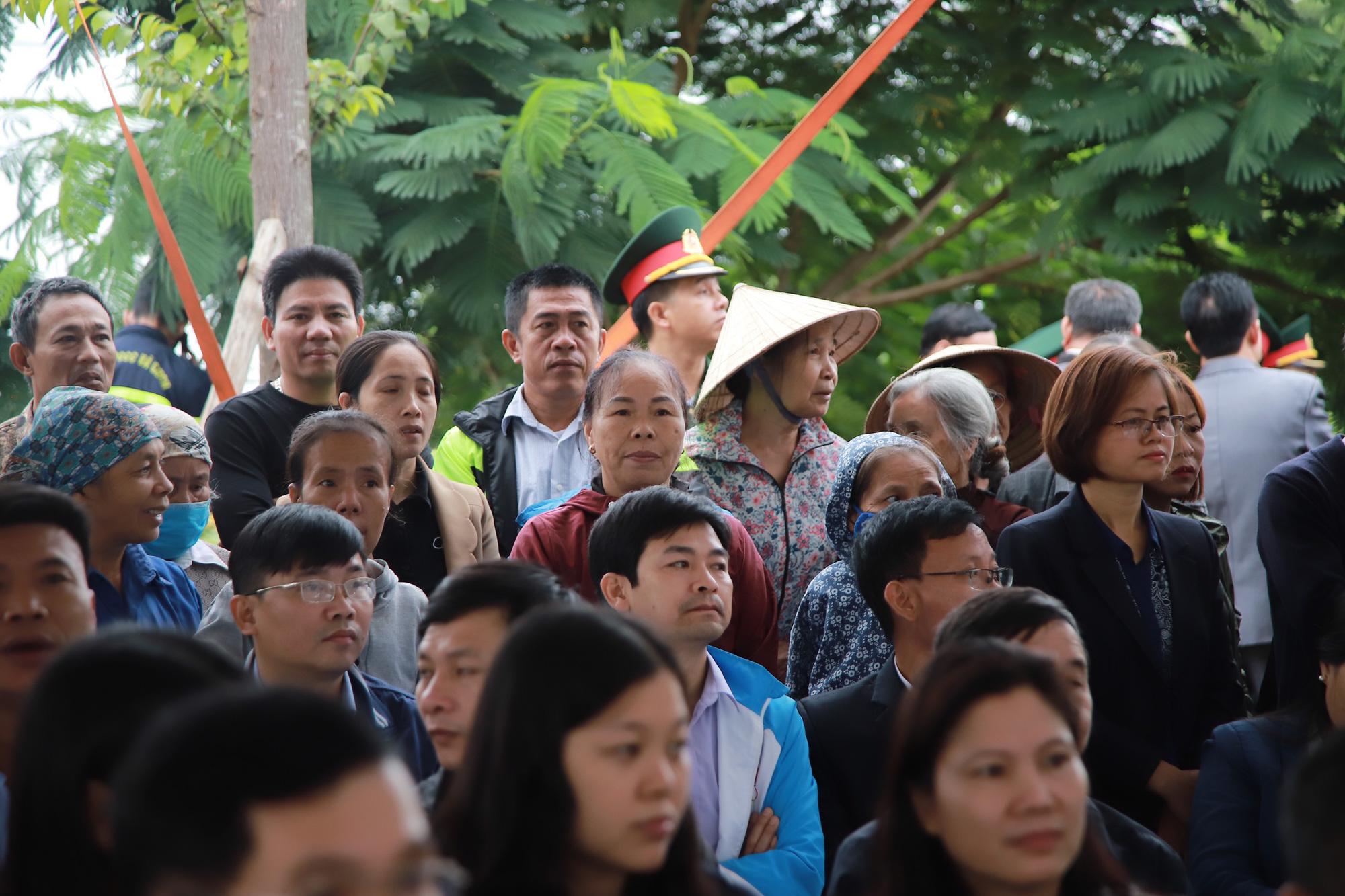 Ảnh, clip: Xúc động lễ truy điệu Đại tá Nguyễn Hữu Hùng  - Ảnh 5.