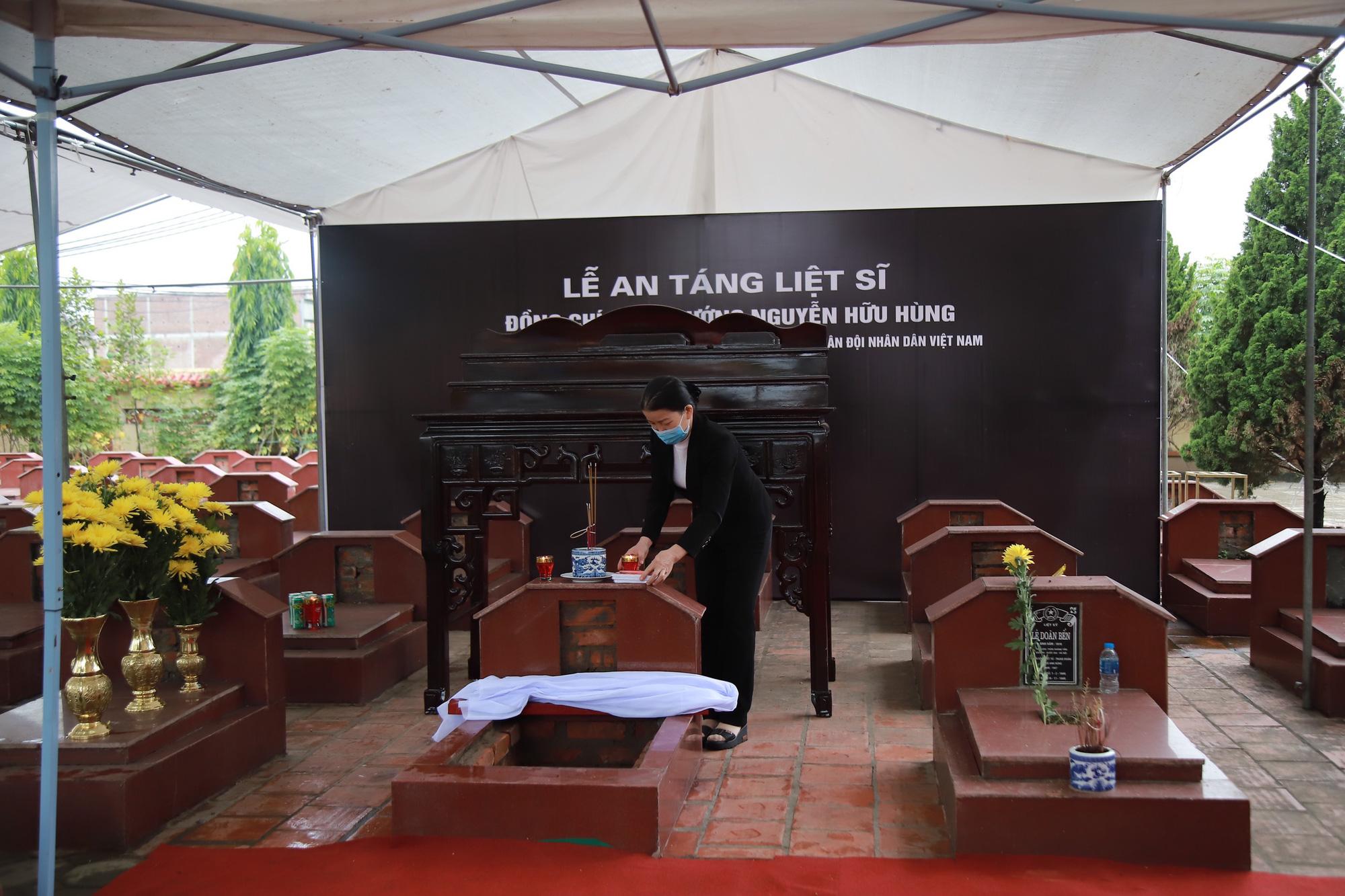Ảnh, clip: Xúc động lễ truy điệu Đại tá Nguyễn Hữu Hùng  - Ảnh 6.