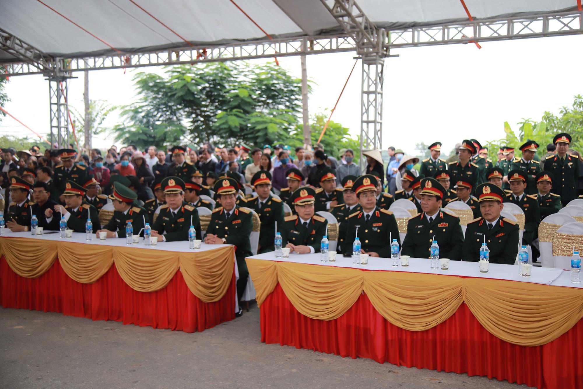 Ảnh, clip: Xúc động lễ truy điệu Đại tá Nguyễn Hữu Hùng  - Ảnh 7.