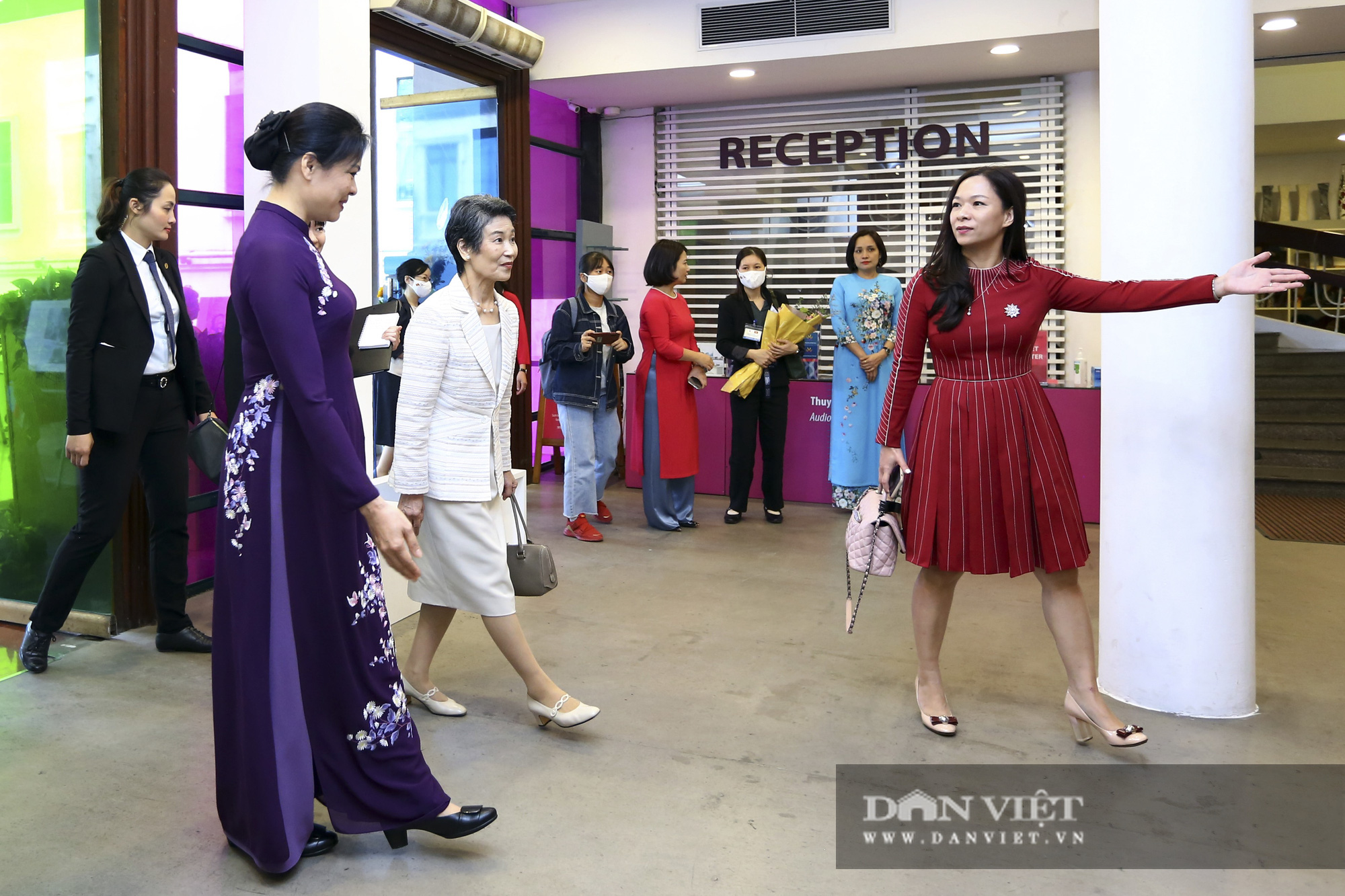 Phu nhân Thủ tướng Nhật Bản tham quan bảo tàng Phụ nữ Việt Nam - Ảnh 2.