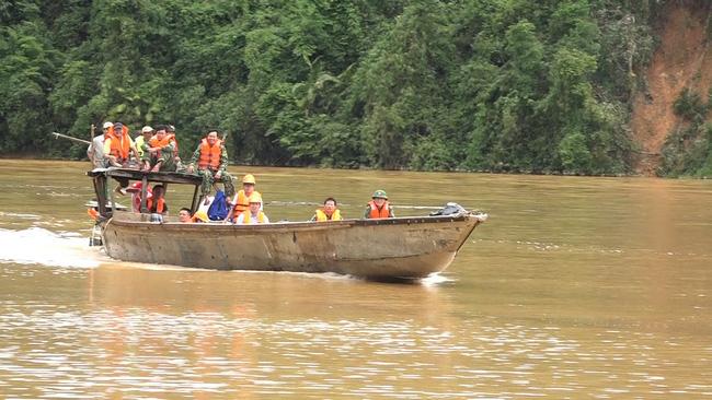 Giao thông đi qua Quảng Bình bị ngập sâu hạn ch phương tiện  - Ảnh 2.