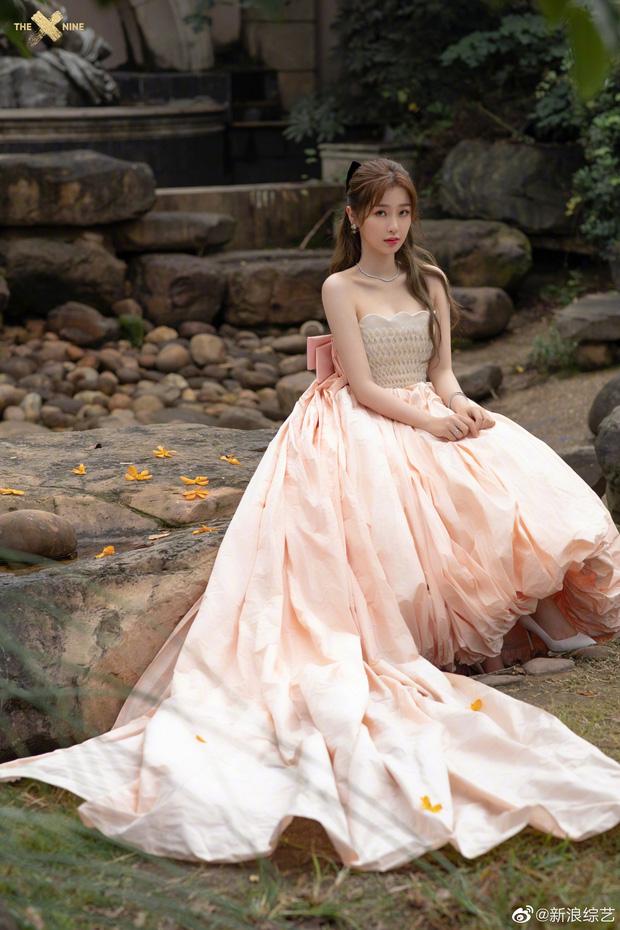 """5 mỹ nhân Trung Quốc đời thường: Triệu Lệ Dĩnh quyến rũ hút mắt, """"Nữ thần Kim Ưng"""" vẫn bị chê điều này - Ảnh 10."""