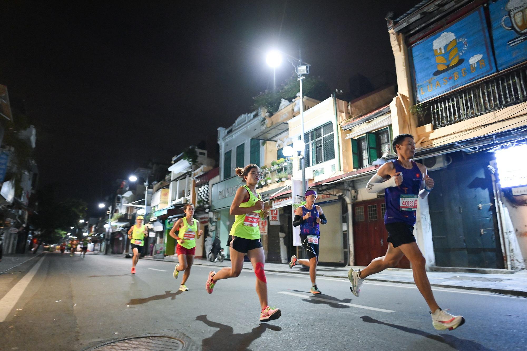 Hàng loạt thành tích ấn tượng tại VPBank Hanoi Marathon ASEAN 2020 - Ảnh 1.