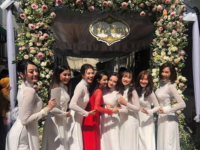 Khi các nàng hậu Việt làm phù dâu, cô dâu xinh đến mấy cũng thấp thỏm vì sợ bị chiếm sóng - Ảnh 2.