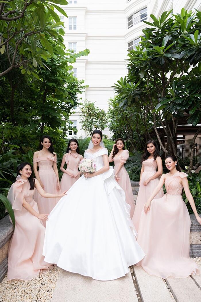 Khi các nàng hậu Việt làm phù dâu, cô dâu xinh đến mấy cũng thấp thỏm vì sợ bị chiếm sóng - Ảnh 7.