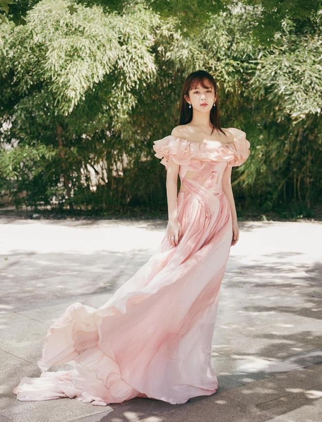 """6 mỹ nhân cổ trang Trung Quốc đời thường: Dương Tử quyến rũ hút mắt, Địch Lệ Nhiệt Ba bị chê """"già trước tuổi"""" - Ảnh 3."""