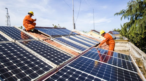 """Ngân hàng """"đổ"""" nguồn lực vào cho vay phát triển điện mặt trời áp mái - Ảnh 1."""