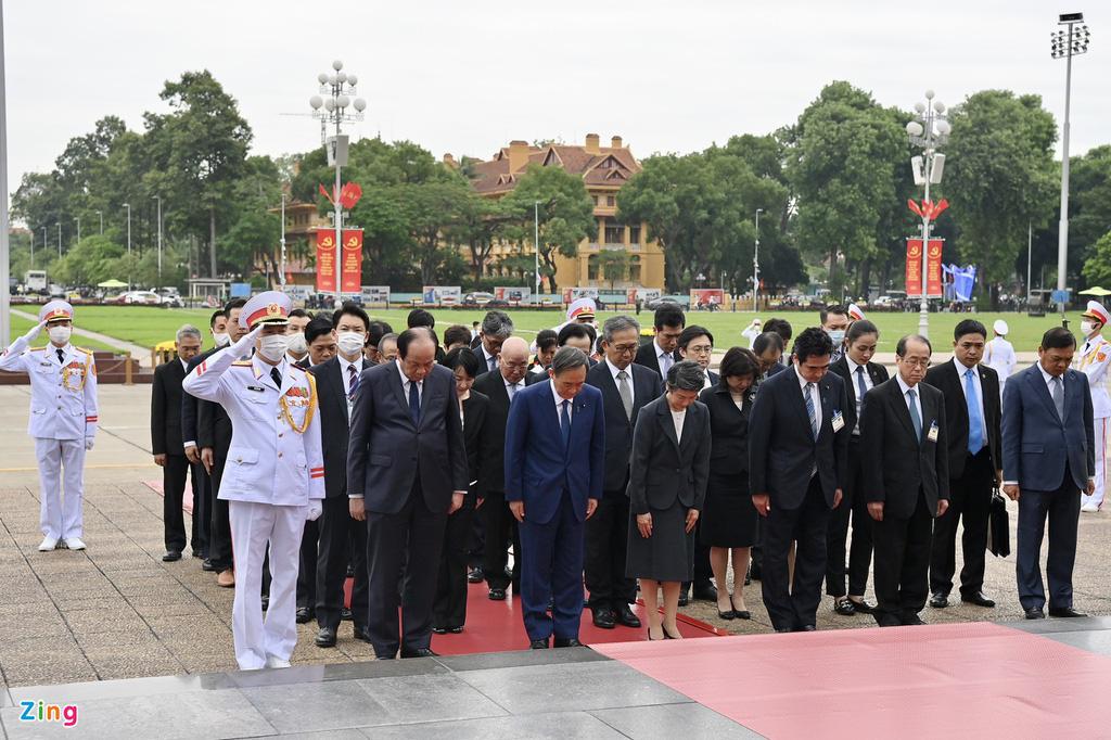 Nhìn lại một ngày hoạt động của Thủ tướng Nhật tại Hà Nội - Ảnh 10.