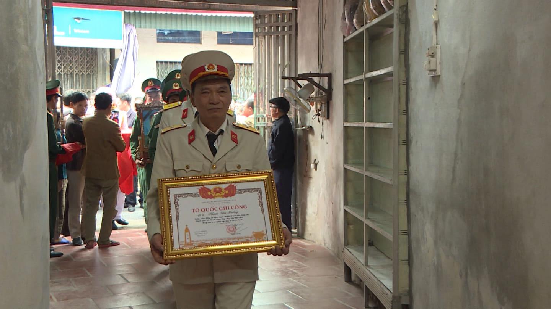 Nhà báo hy sinh khi tham gia cứu nạn ở Rào Trăng 3 về với đất mẹ Thái Bình - Ảnh 1.