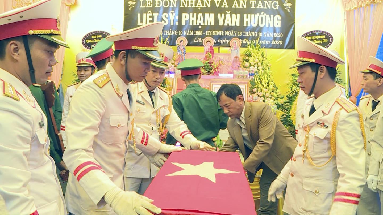 Nhà báo hy sinh khi tham gia cứu nạn ở Rào Trăng 3 về với đất mẹ Thái Bình - Ảnh 3.