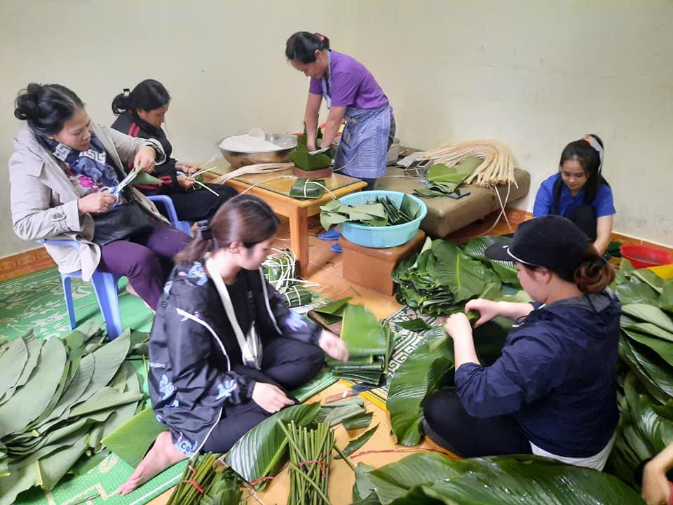 Hàng ngàn chiếc bánh chưng, mì tôm, nhu yếu phẩm từ Lâm Đồng hướng về miền Trung - Ảnh 3.