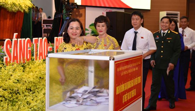 Khai mạc phiên trù bị Đại hội Đảng bộ tỉnh Quảng Ngãi: Đại biểu ủng hộ giúp các tỉnh bị bão lũ - Ảnh 2.