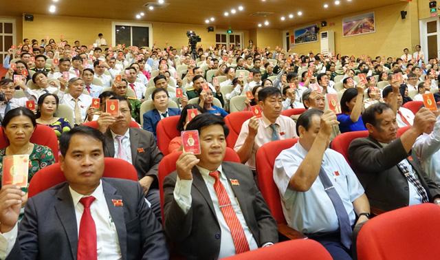 Khai mạc phiên trù bị Đại hội Đảng bộ tỉnh Quảng Ngãi: Đại biểu ủng hộ giúp các tỉnh bị bão lũ - Ảnh 1.