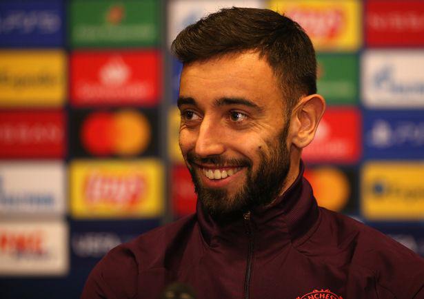 Vẻ mặt hài hước của Fernandes khi được Solskjaer thông báo làm đội trưởng
