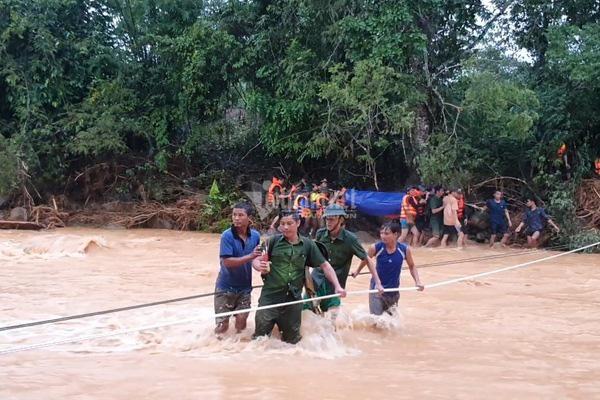 20 giờ cắt rừng, bám dây vượt lũ đưa thi thể đồng đội hy sinh trở về - Ảnh 11.