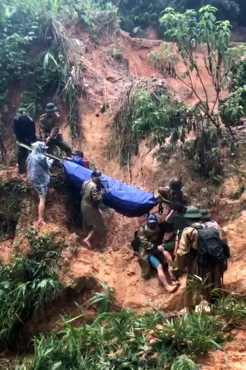 20 giờ cắt rừng, bám dây vượt lũ đưa thi thể đồng đội hy sinh trở về - Ảnh 16.