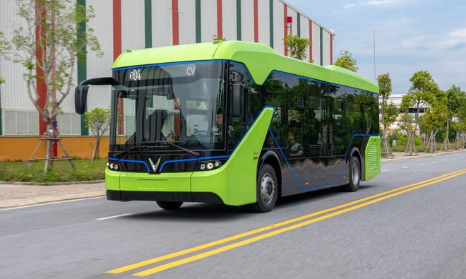 """Xe buýt điện của VinFast xử lý được những """"nhức nhối"""" đang xảy ra? - Ảnh 1."""
