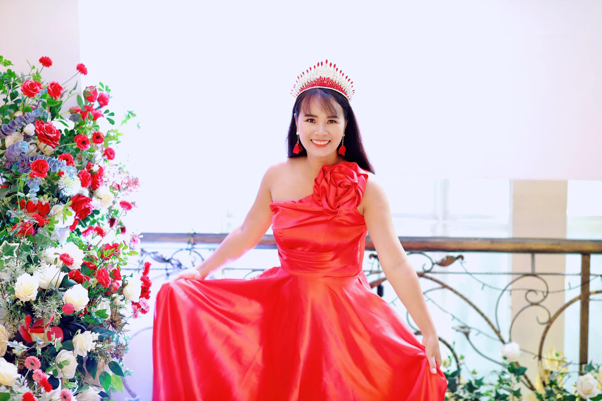Nhà thơ Phạm Thị Ngọc Thanh làm thơ tặng phụ nữ nhân dịp 20/10 - Ảnh 5.