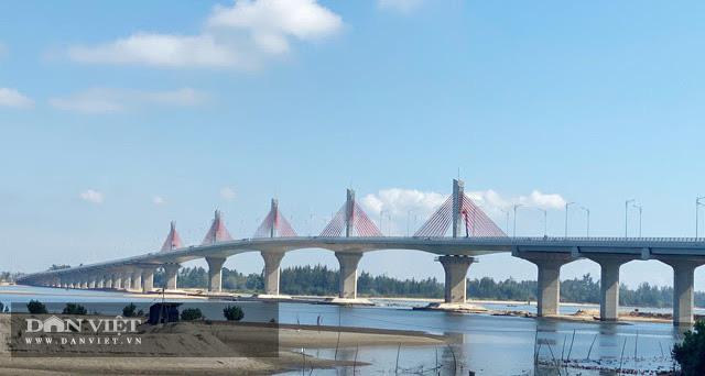 Quảng Ngãi: Thông xe kỹ thuật, gắn biển chào mừng Đại hội Đảng bộ tỉnh cho cầu 2300 tỷ  - Ảnh 4.
