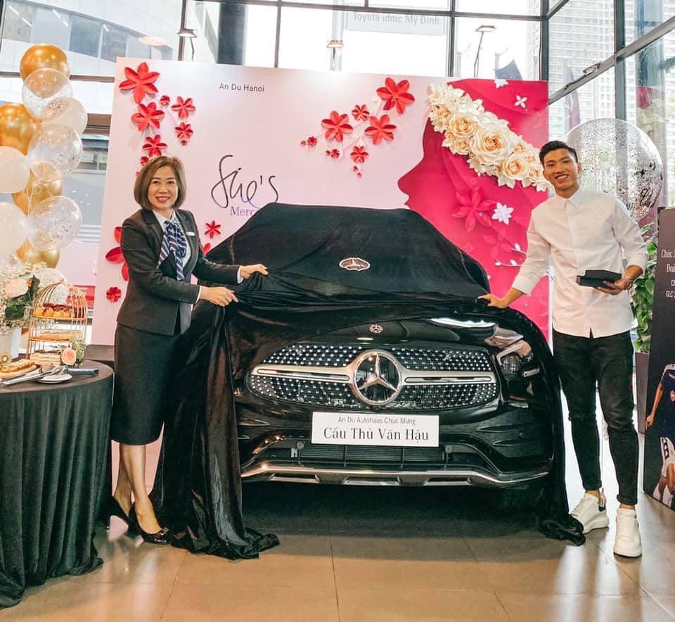 Khám phá xe sang mới tậu của Đoàn Văn Hậu - Mercedes GLC 300 - Ảnh 1.