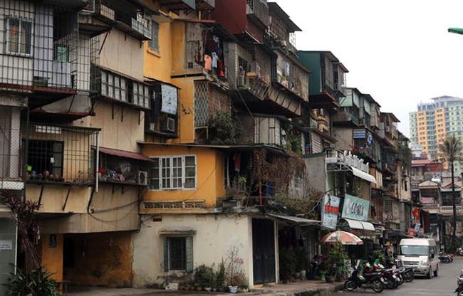 Hà Nội: Khẩn trương rà soát hiện trạng nhà chung cư cũ nguy hiểm - Ảnh 1.