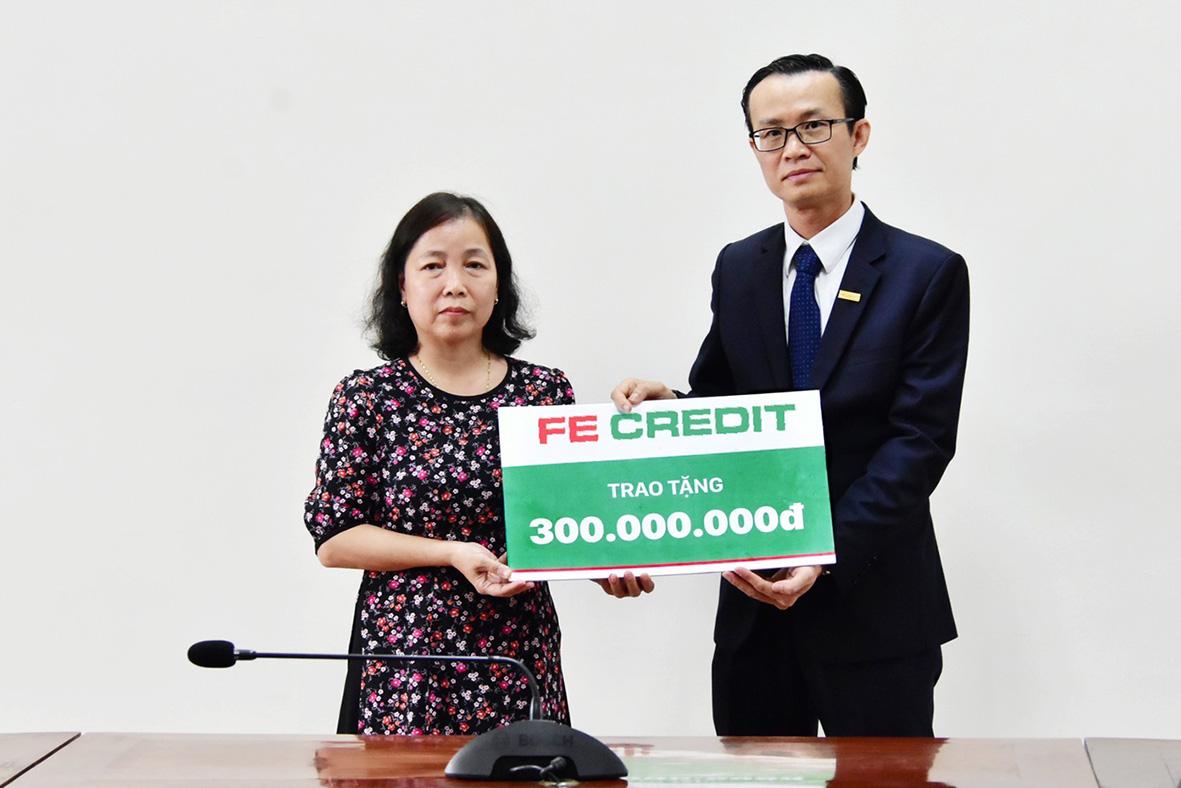 Báo NTNN/ Điện tử Dân Việt tiếp nhận 300 triệu đồng ủng hộ đồng bào Quảng Trị - Ảnh 2.