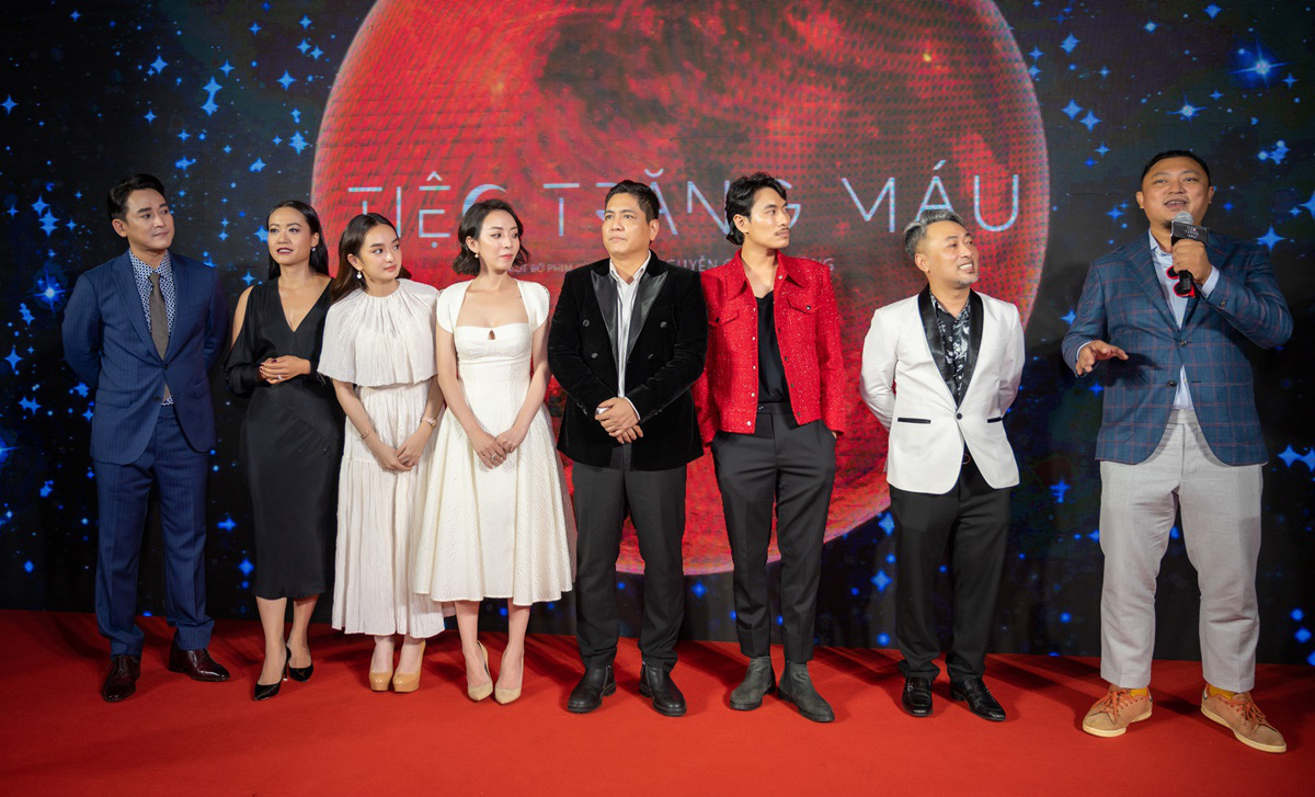 """Khán giả suất chiếu đầu tiên của """"Tiệc trăng máu"""" nô nức chấm điểm tối đa, rời rạp các netizen vội review """"nóng"""" - Ảnh 9."""
