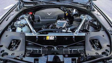 """VinFast LUX A2.0 thời thượng châu Âu """"đọ sức"""" Toyota Camry, ai hơn ai? - Ảnh 34."""
