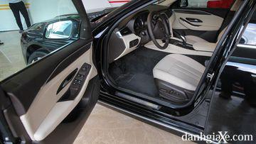 """VinFast LUX A2.0 thời thượng châu Âu """"đọ sức"""" Toyota Camry, ai hơn ai? - Ảnh 31."""