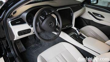 """VinFast LUX A2.0 thời thượng châu Âu """"đọ sức"""" Toyota Camry, ai hơn ai? - Ảnh 20."""
