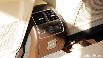 """VinFast LUX A2.0 thời thượng châu Âu """"đọ sức"""" Toyota Camry, ai hơn ai? - Ảnh 32."""
