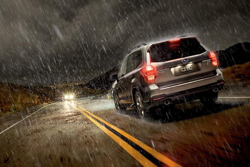 """Kinh nghiệm """"sống còn"""" khi lái xe ôtô trong bão lũ - Ảnh 1."""