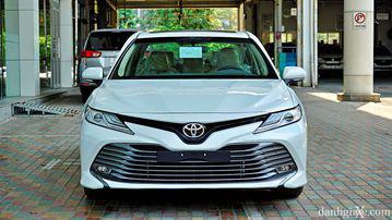 """VinFast LUX A2.0 thời thượng châu Âu """"đọ sức"""" Toyota Camry, ai hơn ai? - Ảnh 9."""