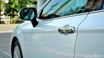 """VinFast LUX A2.0 thời thượng châu Âu """"đọ sức"""" Toyota Camry, ai hơn ai? - Ảnh 14."""
