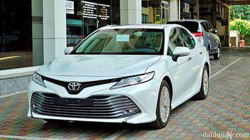 """VinFast LUX A2.0 thời thượng châu Âu """"đọ sức"""" Toyota Camry, ai hơn ai? - Ảnh 4."""