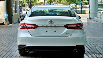 """VinFast LUX A2.0 thời thượng châu Âu """"đọ sức"""" Toyota Camry, ai hơn ai? - Ảnh 11."""