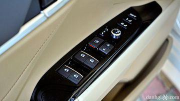"""VinFast LUX A2.0 thời thượng châu Âu """"đọ sức"""" Toyota Camry, ai hơn ai? - Ảnh 30."""