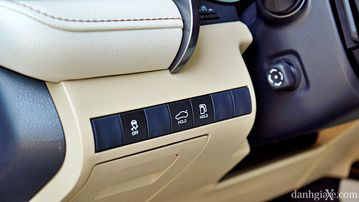 """VinFast LUX A2.0 thời thượng châu Âu """"đọ sức"""" Toyota Camry, ai hơn ai? - Ảnh 27."""