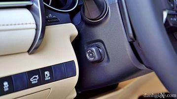 """VinFast LUX A2.0 thời thượng châu Âu """"đọ sức"""" Toyota Camry, ai hơn ai? - Ảnh 28."""