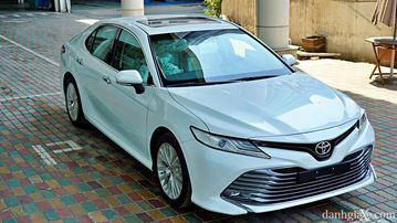 """VinFast LUX A2.0 thời thượng châu Âu """"đọ sức"""" Toyota Camry, ai hơn ai? - Ảnh 2."""