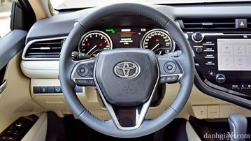 """VinFast LUX A2.0 thời thượng châu Âu """"đọ sức"""" Toyota Camry, ai hơn ai? - Ảnh 19."""