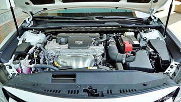 """VinFast LUX A2.0 thời thượng châu Âu """"đọ sức"""" Toyota Camry, ai hơn ai? - Ảnh 36."""
