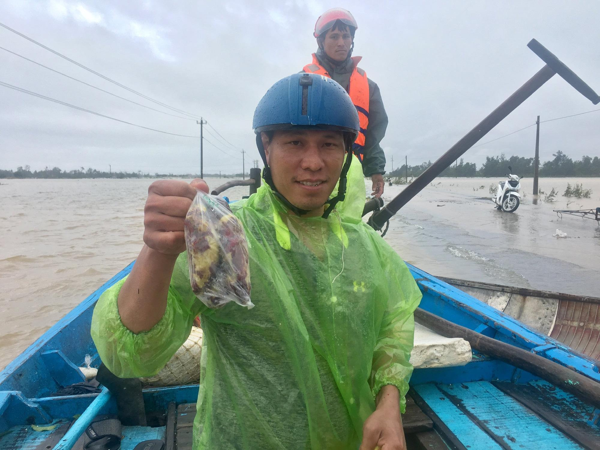 """Ngư dân Quảng Bình mang """"đặc sản khoai lang"""" cứu trợ nông dân - Ảnh 2."""