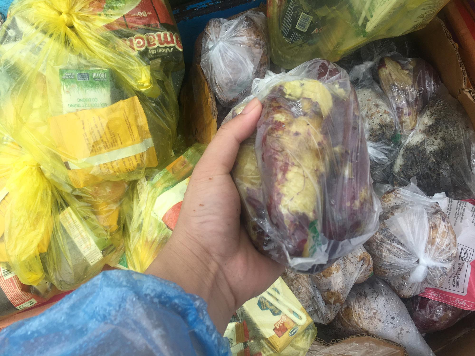 """Ngư dân Quảng Bình mang """"đặc sản khoai lang"""" cứu trợ nông dân - Ảnh 3."""