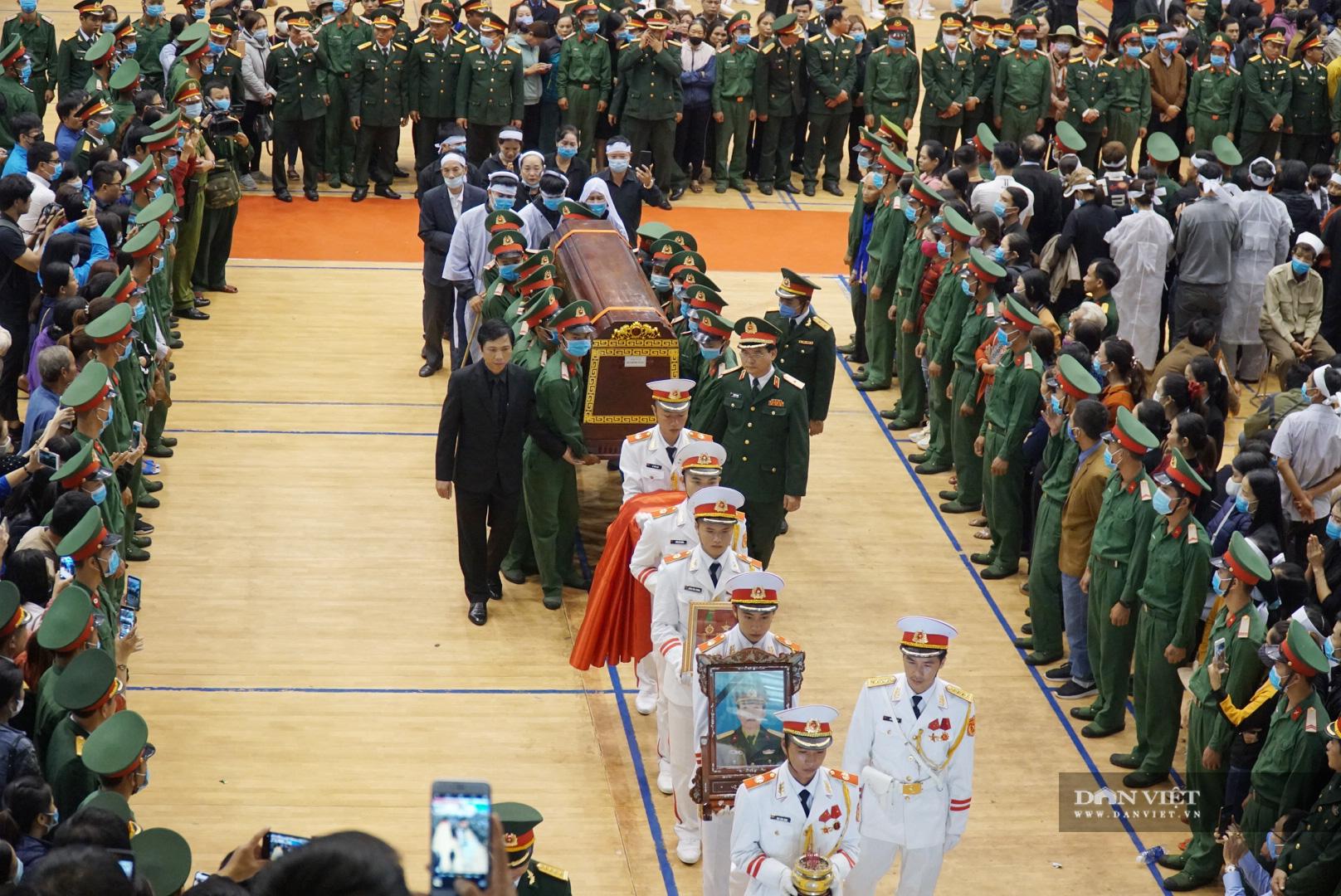 Những hình ảnh xúc động tại lễ tang 22 chiến sĩ đoàn 337 hy sinh - Ảnh 9.