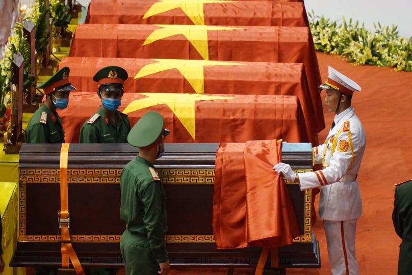 Đưa 22 liệt sĩ Đoàn 337 hy sinh ở Quảng Trị về quê nhà:  Tiếng khóc xé lòng của những người mẹ, người vợ - Ảnh 4.