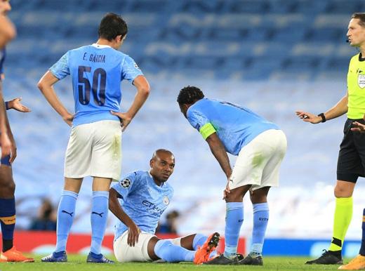 Tiền vệ Fernandinho chấn thương đùi