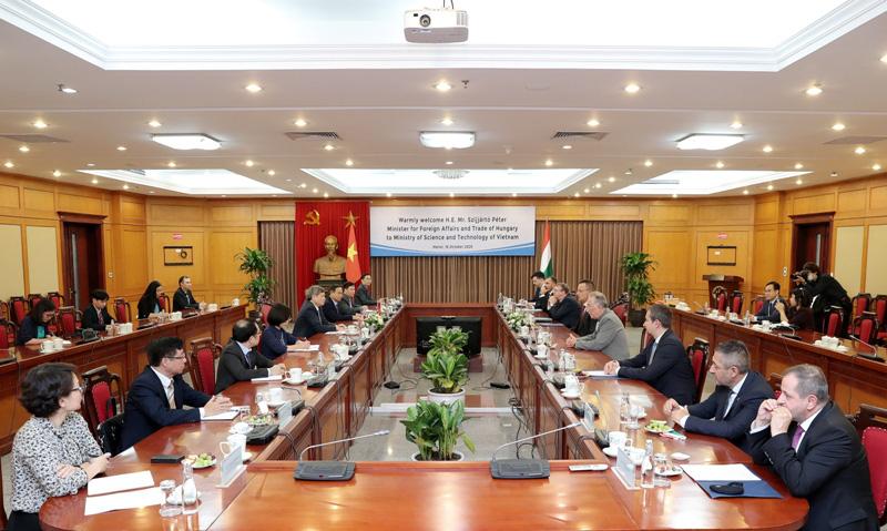 Bộ trưởng Ngoại giao và Kinh tế đối ngoại Hungary thăm và làm việc tại Bộ KH&CN - Ảnh 1.