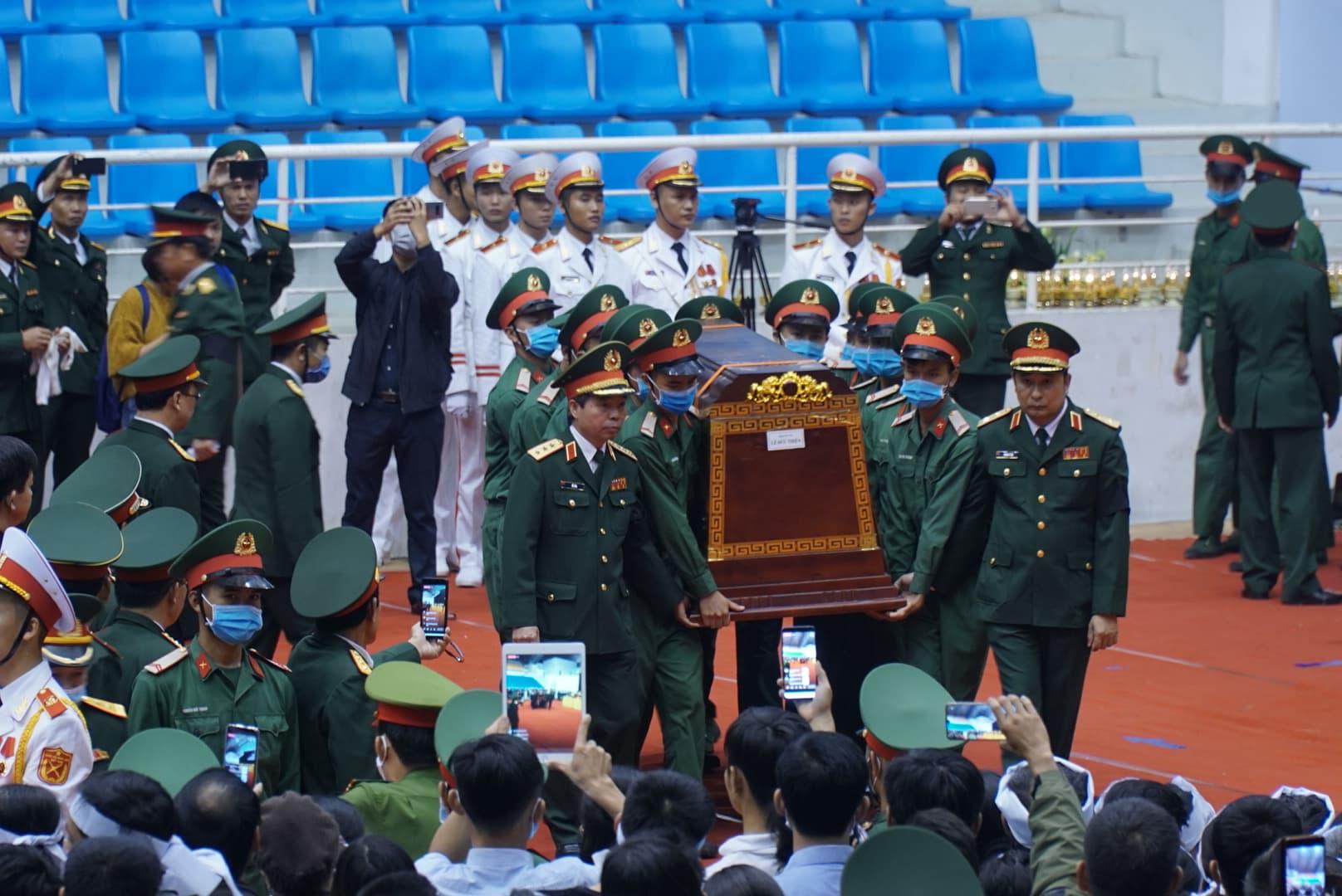 Lễ di quan 22 liệt sĩ Đoàn 337 hy sinh do sạt lở tại Quảng Trị  - Ảnh 5.