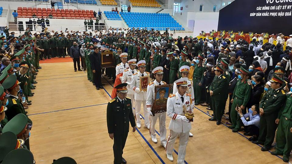 Lễ di quan 22 liệt sĩ Đoàn 337 hy sinh do sạt lở tại Quảng Trị  - Ảnh 3.
